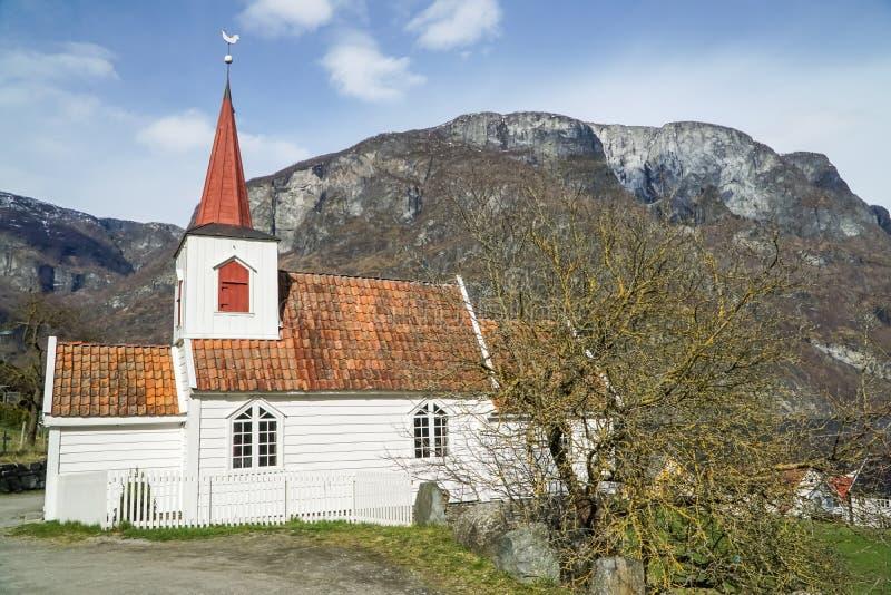 église an de la barre 900 en Norvège le long de fjord dans Aurland image stock
