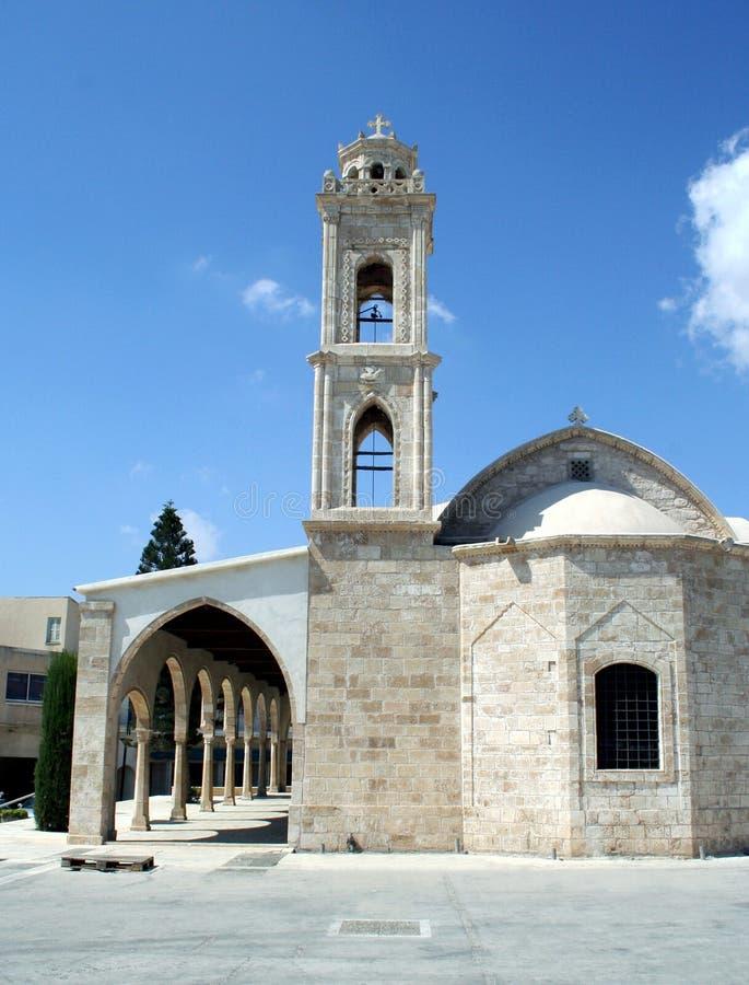 Église de la Chypre et tour de cloche image libre de droits