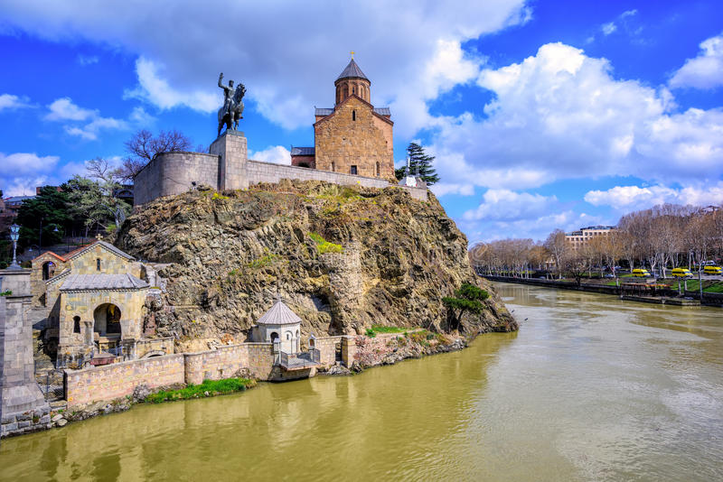 Église de Metekhi et rivière Kura, Tbilisi, la Géorgie image stock