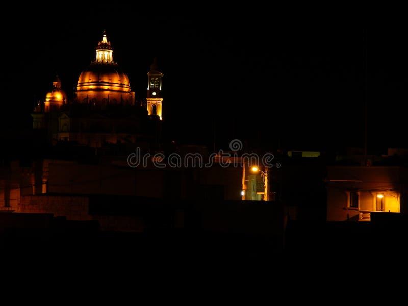 Église de nuit photographie stock libre de droits