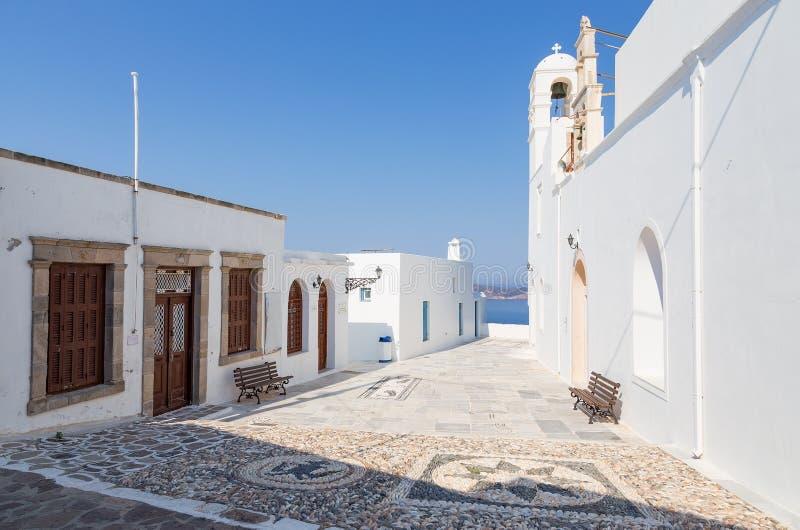 Église de Panagia Korfiatissa dans le village de Plaka, Milos île, Cyclades, Grèce photos libres de droits