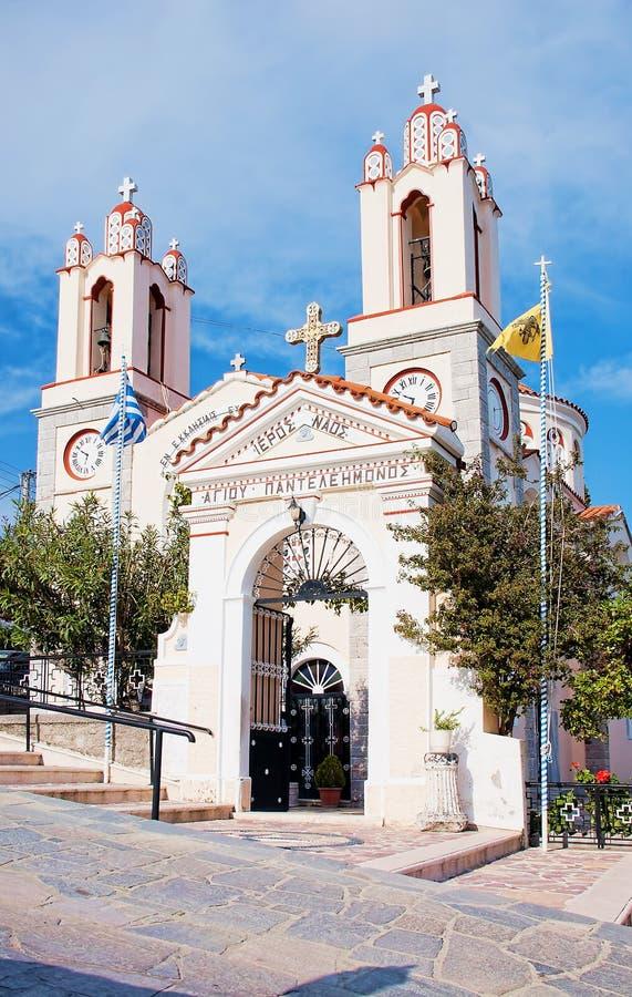 Église de pantaleon de saint dans le village de Siana, Rhodes photographie stock