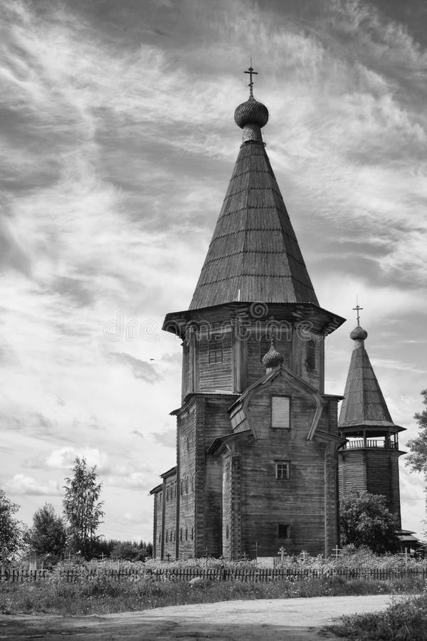 Église de Pokrovskaya dans Lyadin, région d'Arkhangelsk photographie stock