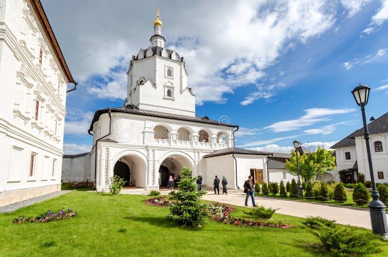 Église de porte de monastère d'hypothèse de Sviyazhsk photographie stock