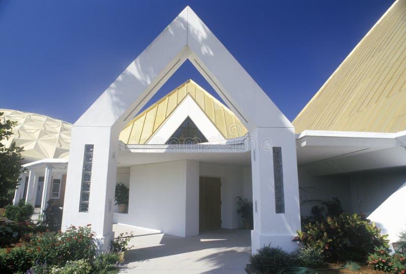 Église de pyramide en plage la Floride de Cocos images stock