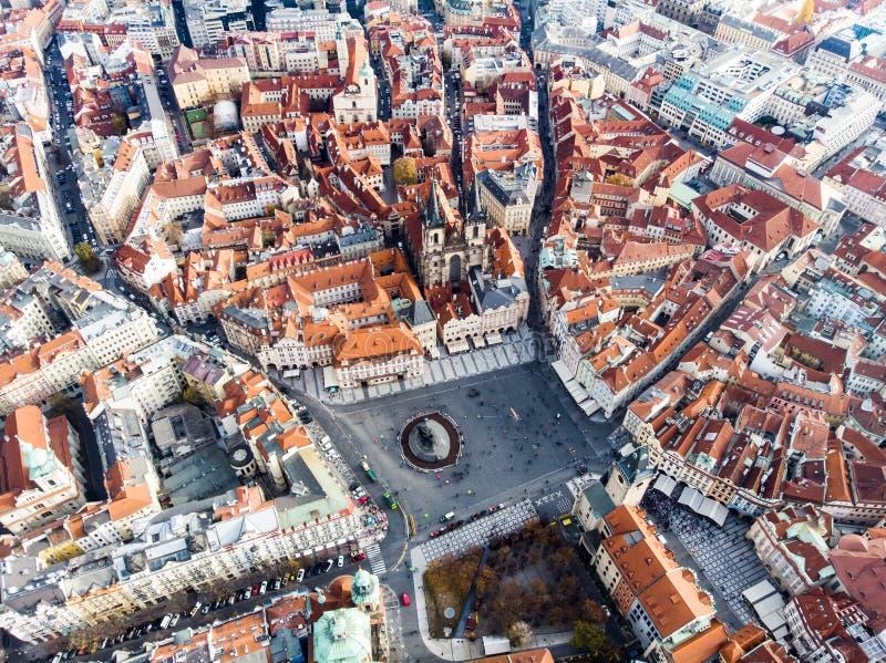 Église de République Tchèque de place de Prague de vue aérienne de bourdon vieille de notre Madame Before Tyn photo stock