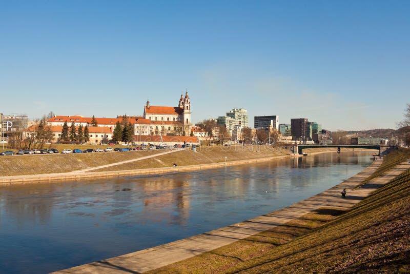 Église de Raphael de St Arkhangel au-dessus de la rivière Neris à Vilnius photo libre de droits