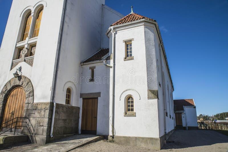 Église de Rolvsøy (côté droit de tour) photo libre de droits