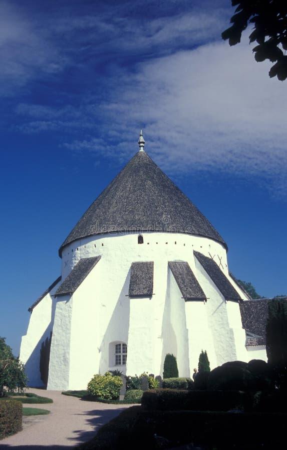 Église de rond de Medieaval dans Osterlars en île de Bornholm images stock