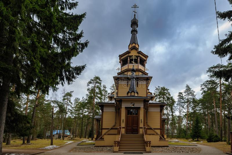 Église de séraphin de Sarov Région de Léningrad, Russie photographie stock