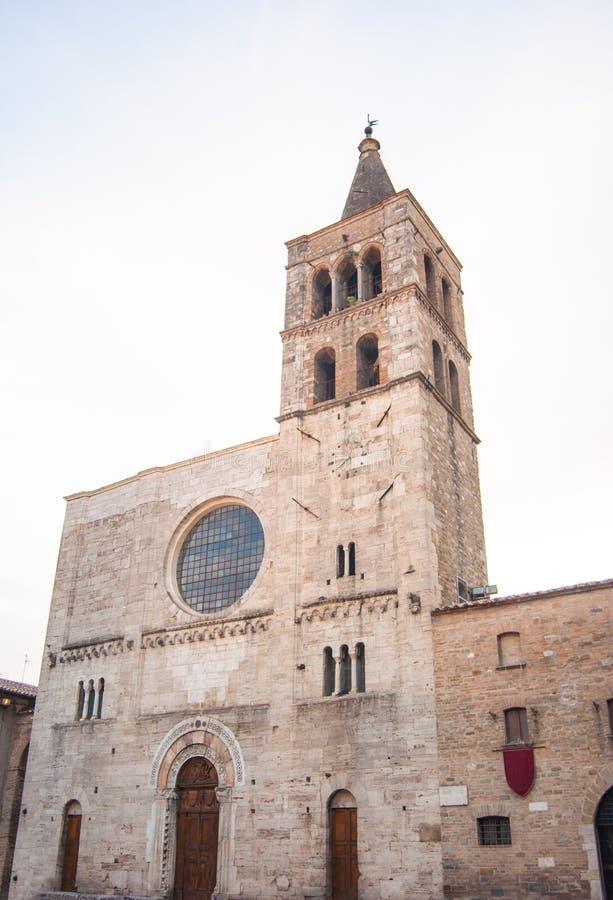 Église de San Michele dans Bevagna peu de ville en Ombrie photo stock