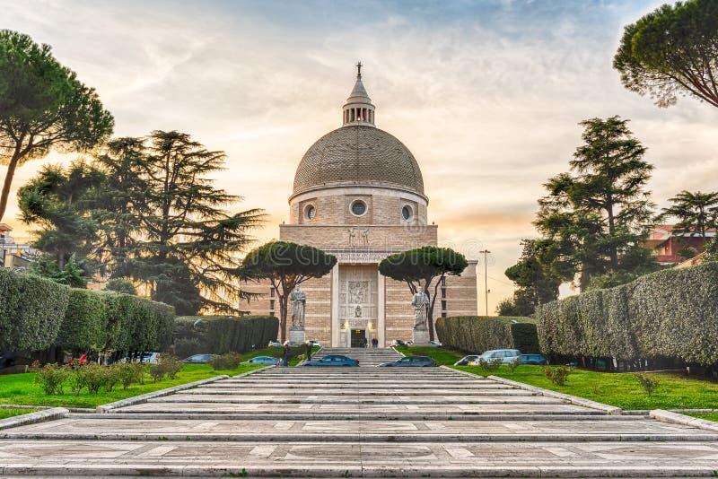 Église de Santi Pietro e Paolo à Rome, Italie images stock