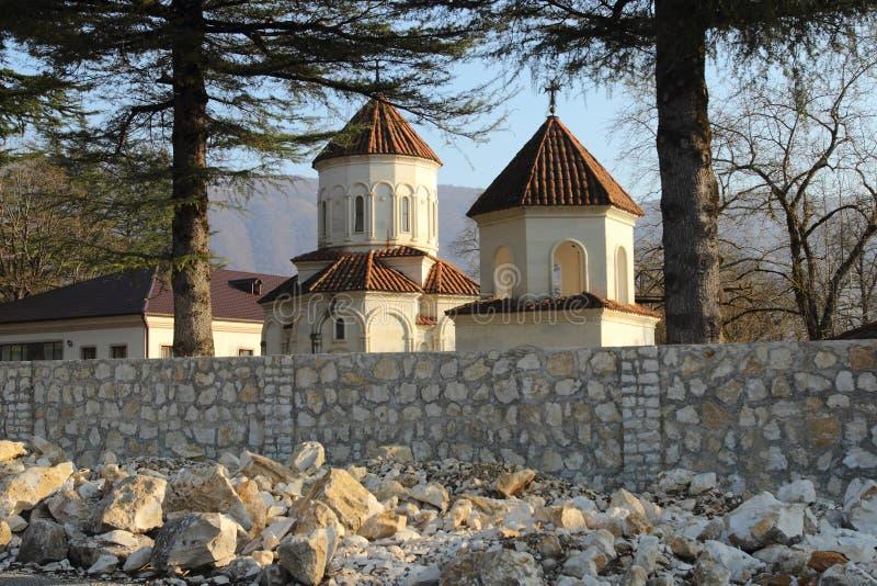 Église de St Amrosi Khelaia près du canyon de Martvili Gachadili, la Géorgie photographie stock