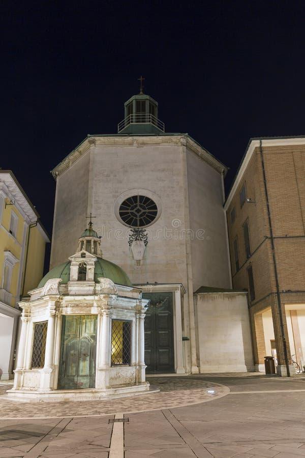 Église de St Antonio di Padova Paolotti à Rimini la nuit photo libre de droits