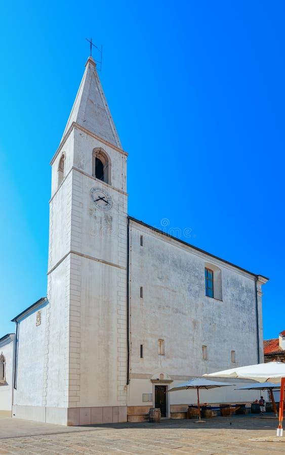 Église de St Mary d'Alieto au centre de la ville historique d'Izola en Slovénie images libres de droits