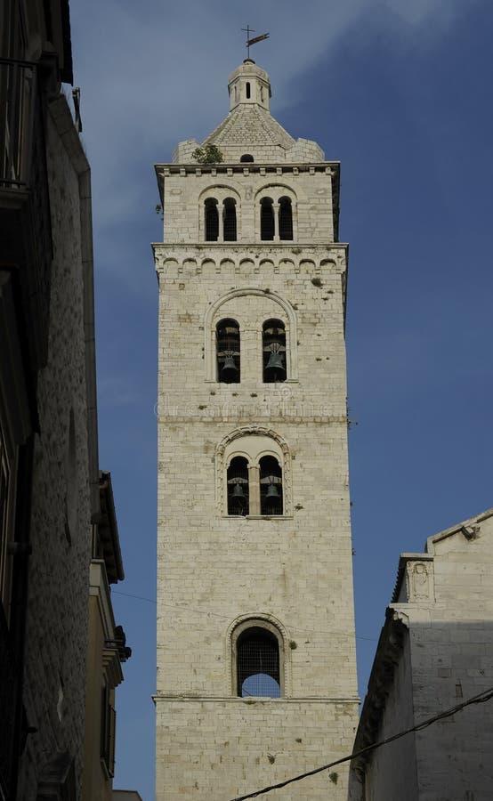 Église de tour de Bell de Barletta Pouilles images libres de droits