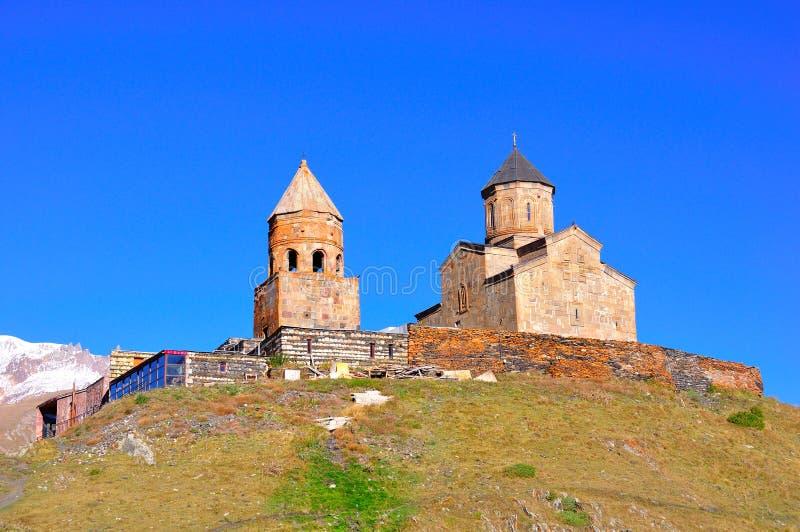 Église de trinité sainte, Kazbegi, la Géorgie photos libres de droits