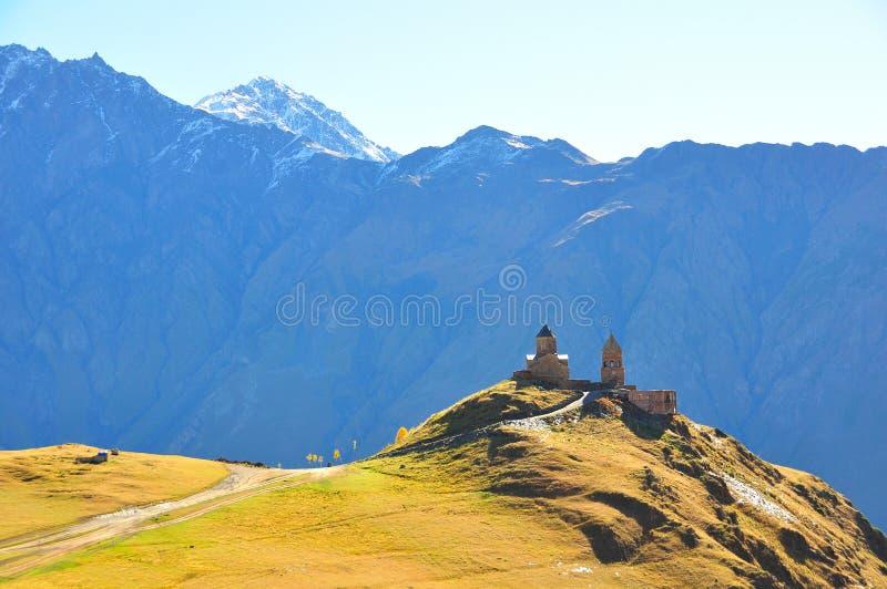 Église de trinité sainte, Kazbegi, la Géorgie photos stock