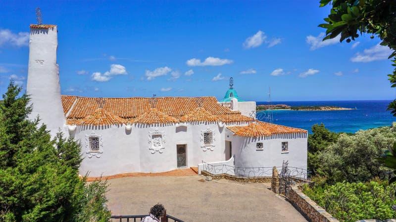 Église de Vierge Marie dans la station de vacances de Porto Cervo, image stock