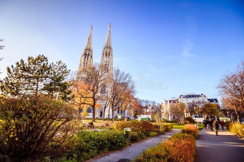 Église de Votiv dans Sigmund Freud Park à Vienne, Autriche photos stock
