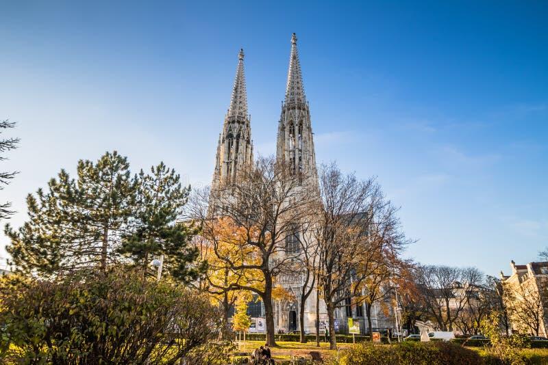 Église de Votiv dans Sigmund Freud Park à Vienne, Autriche images stock