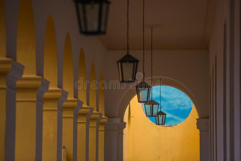 Église des Caraïbes coloniale colorée de ville, Cuba, Amérique photos libres de droits