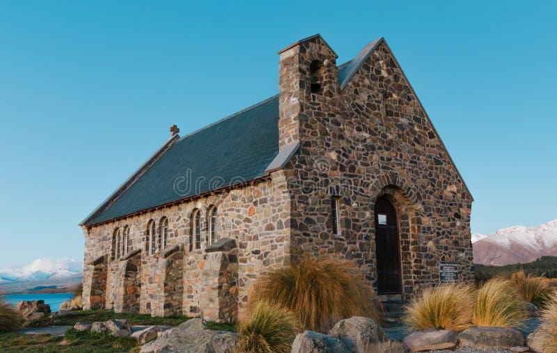 Église du bon berger au coucher du soleil | Lac Tekapo, NOUVELLE-ZÉLANDE photographie stock libre de droits