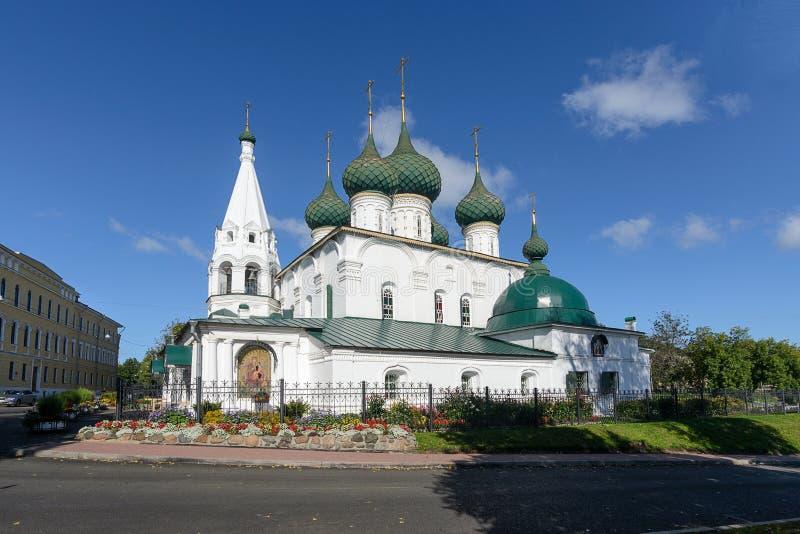 Église du sauveur sur la ville dans Yaroslavl image stock