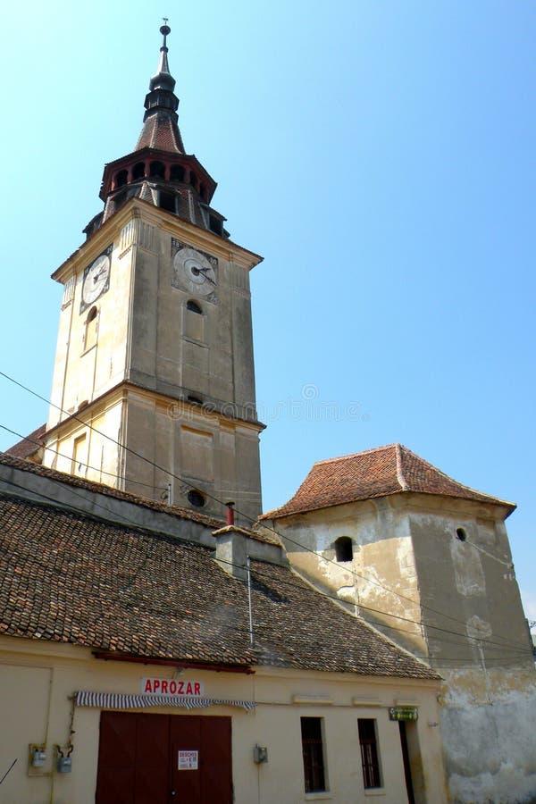 Église du village Sanpetru (Mons Sancti Pétri), près de Brasov (Kronstadt), Transilvania, Roumanie photos libres de droits