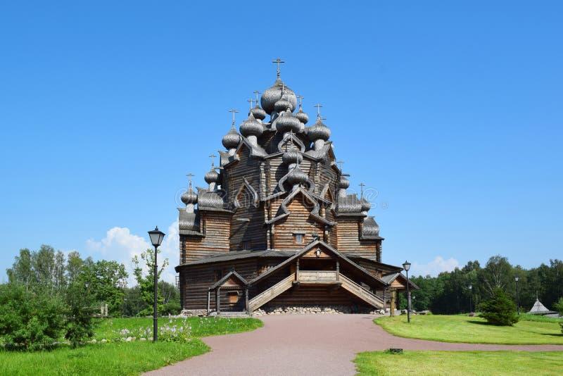 Église en bois (église de Pokrovskaya), St Petersburg, Russie photo libre de droits