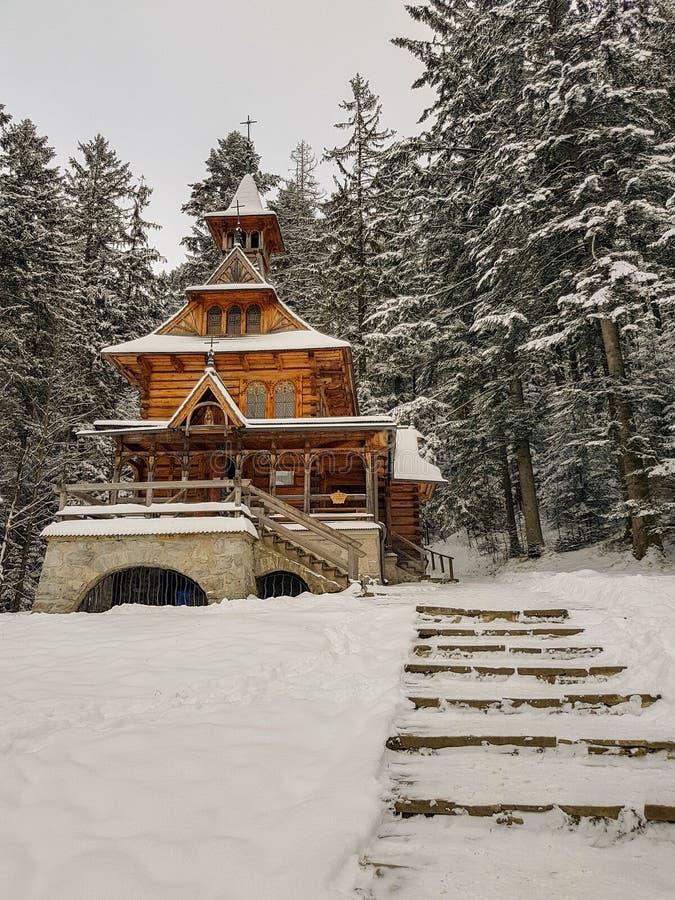 Église en bois Jaszczurowka dans Zakopane, Pologne image stock