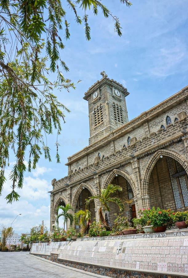Église en pierre, cathédrale antique, trang de nha, Vietnam photographie stock libre de droits