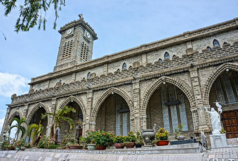 Église en pierre, cathédrale antique, trang de nha, Vietnam image stock