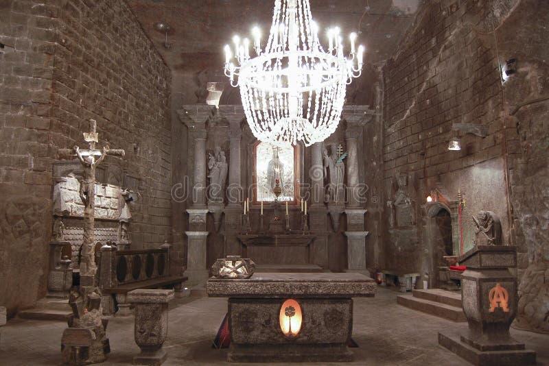 Église en pierre découpée - mine de sel de Wieliczka - la Pologne image libre de droits