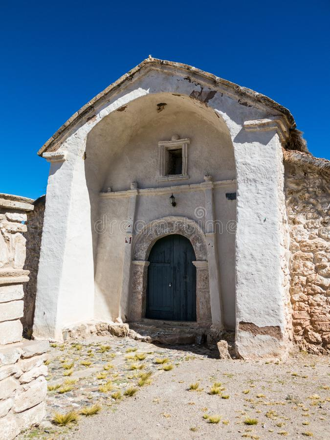 Église en pierre du village de Sajama La petite ville andine de photo libre de droits