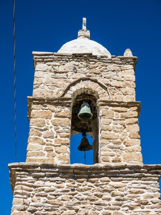 Église en pierre du village de Sajama La petite ville andine de Sajama, Bolivien Altiplano beau chiffre dimensionnel illustration photos stock