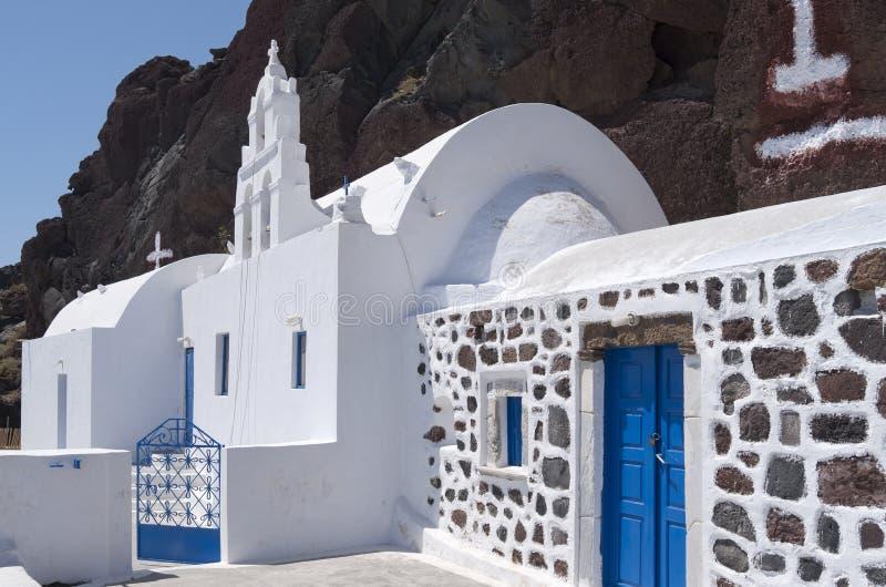 Église en plage rouge. photos stock
