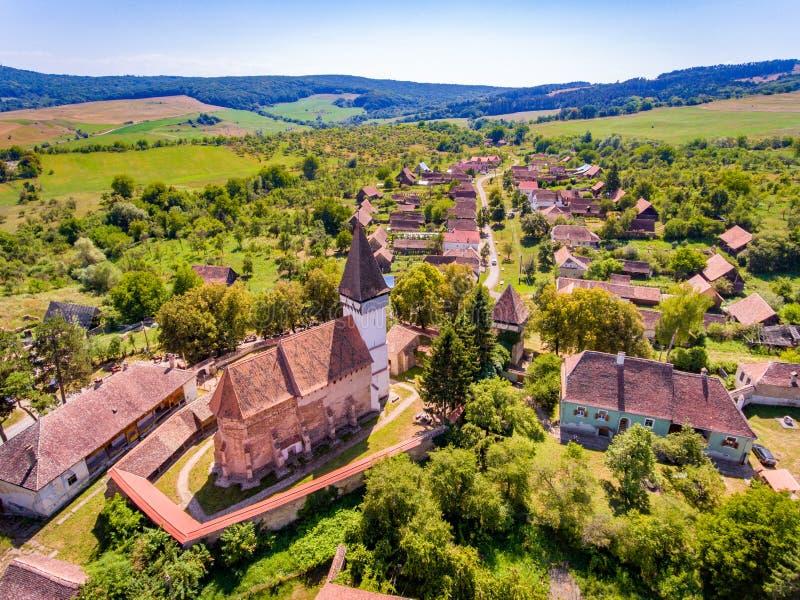 Église enrichie par Saxon de Mesendorf près de Brasov, la Transylvanie, Roma photos libres de droits