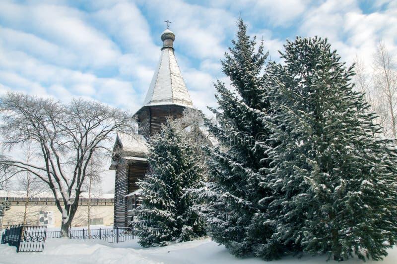 Église et arbre en bois photos libres de droits