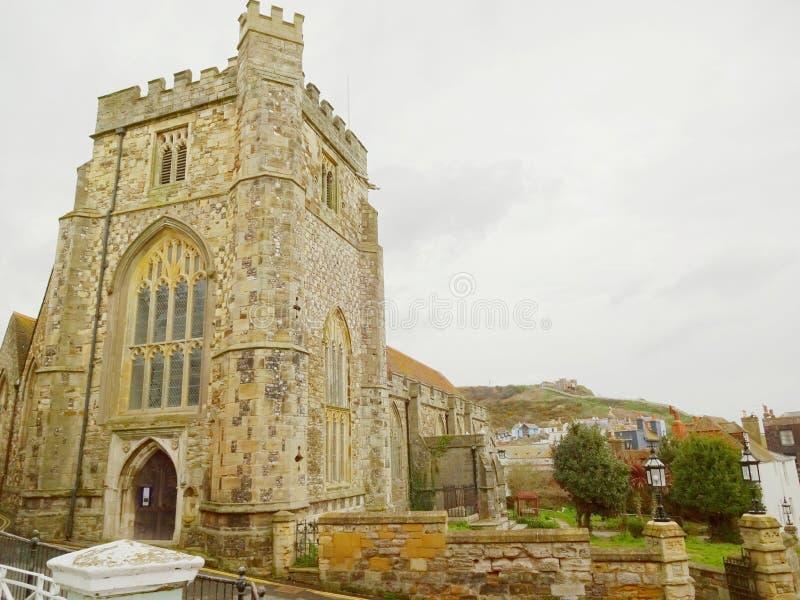 Église et colline est Cliff Railway dans la version 1 de Hastings images libres de droits