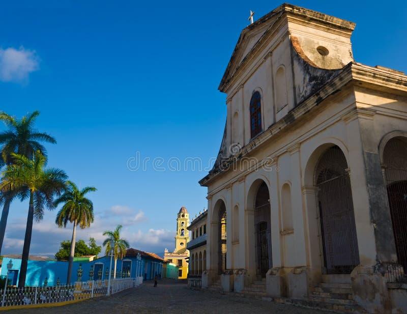 Église et grand dos au Trinidad, Cuba photographie stock libre de droits