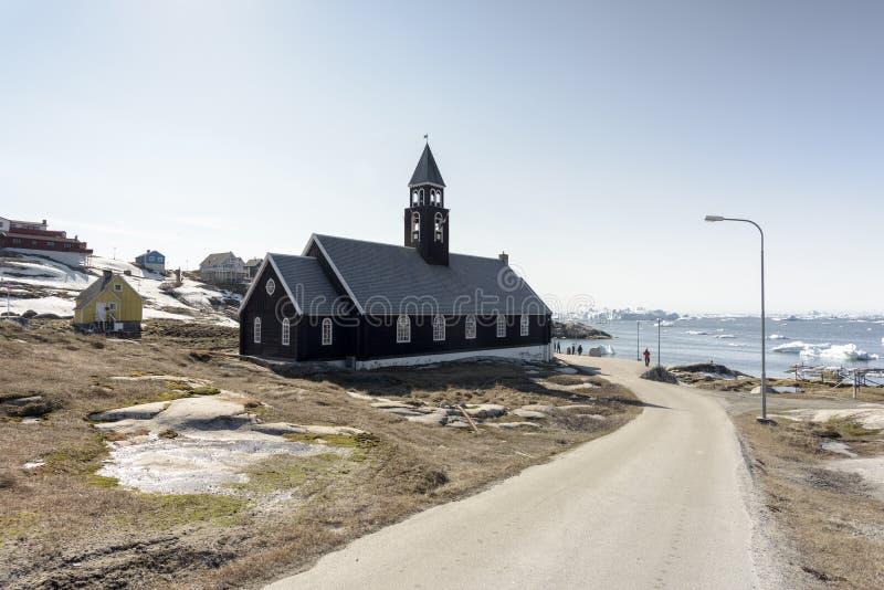 Église et vie arctique avec des icebergs au Groenland 15 pouvez 2016 photos libres de droits