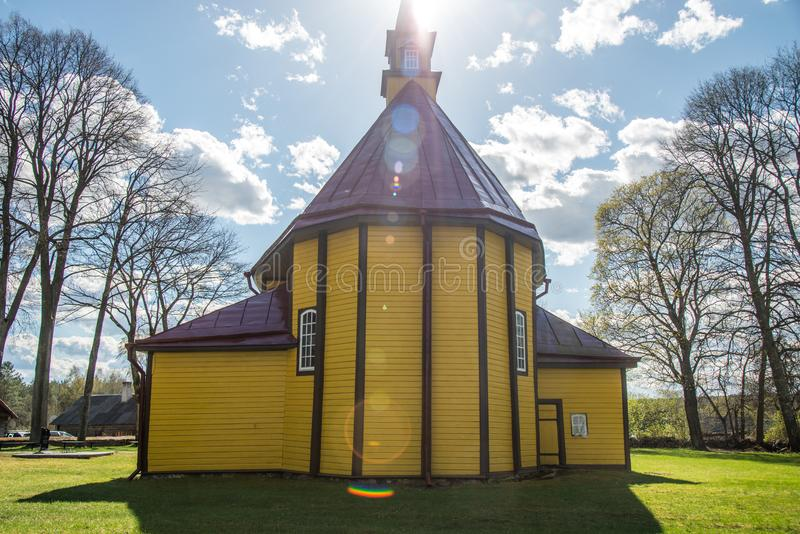 Église faite de bois en Europe image libre de droits