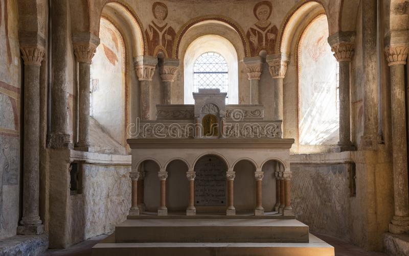 Église Gourdon d'intérieur et d'autel image libre de droits