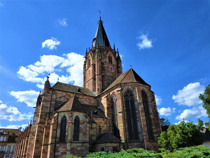 Église historique Wissembourg de St Peter et de Paul images stock