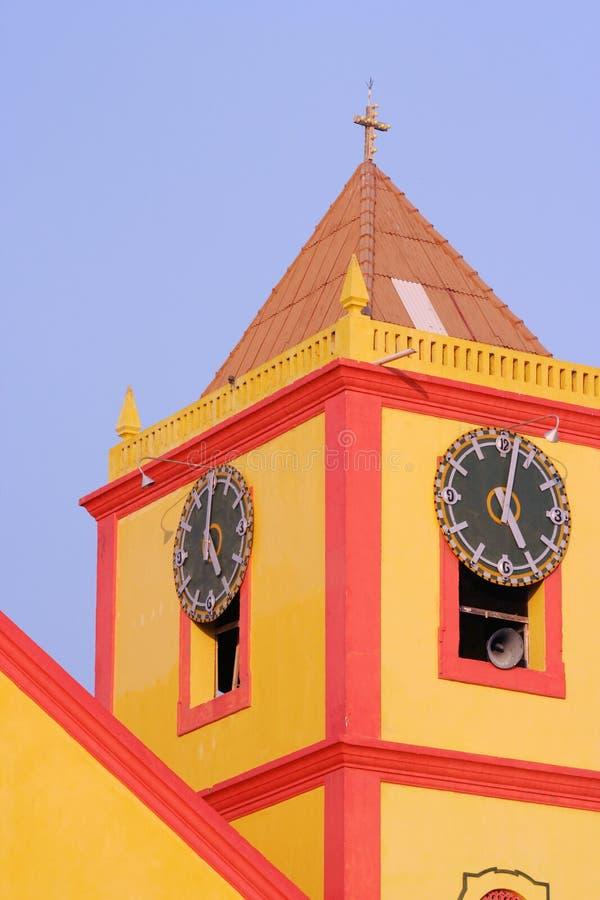 Église jaune. photographie stock libre de droits
