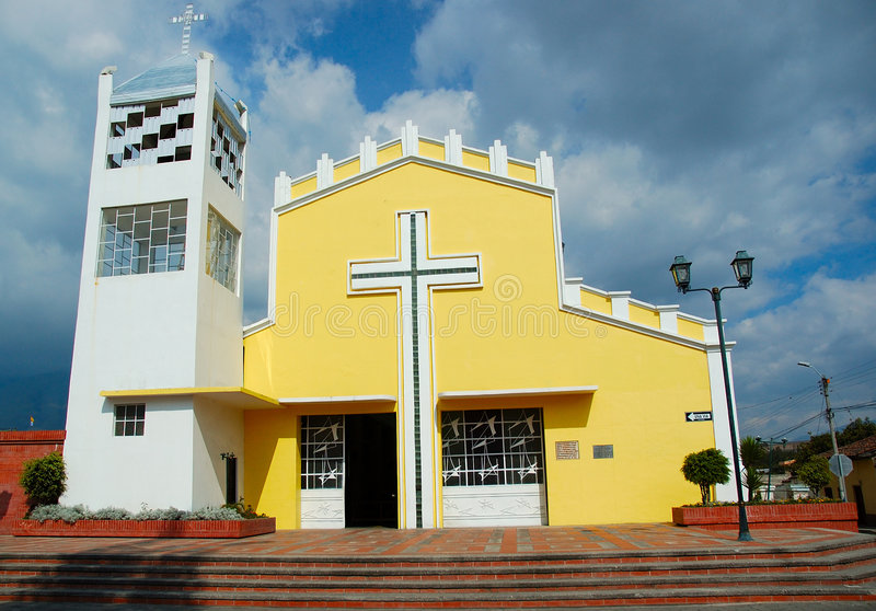 Église jaune photo libre de droits