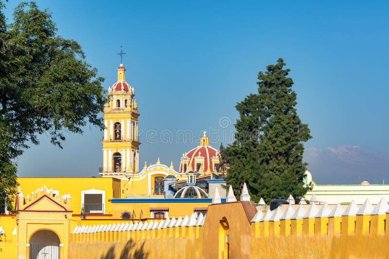Église jaune dans Cholula, Mexique photos libres de droits