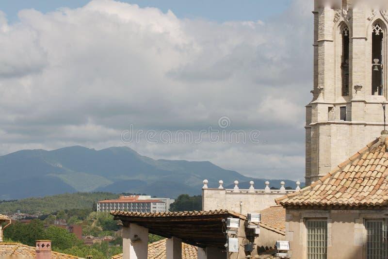 Église médiévale dans la vieille ville européenne photos stock