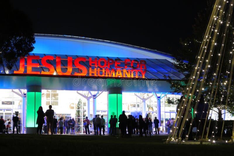 Église moderne à Noël images libres de droits